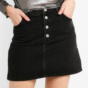 TOPSHOP Fly Button washed black Denim Skirt